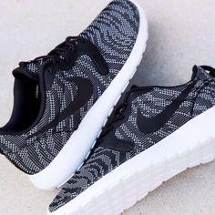 Nike Roshe Run Jacquard: Black/white