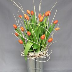 Arreglo Floral Toloache, material: 20 tulipanes en base metalica con varas. - Medidas: altura: 80 cm ancho: 20 cm http://www.toloachefloral.com/index.php/arreglos-florales/cumple-envia-flores/cum14.html