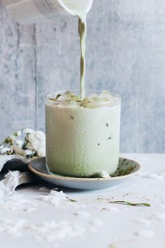 Energy-Boosting Iced Matcha Latte https://www.bloglovin.com/blog/post/12668521/4976407587 via @bloglovin