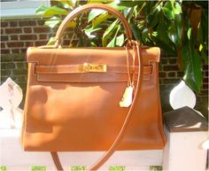Hermes 32cm Gold Kelly Gulliver Leather with Gold Hardware