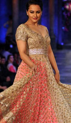 Mijwan Fashion Show witnesses the galore of Bollywood stars