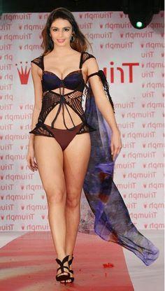 huma qureshi in bikini