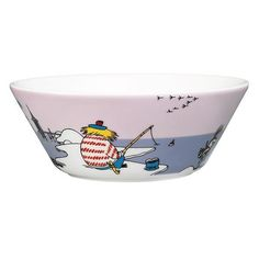 This new violetMoomin bowl by Arabia features Too-ticky. It's beautifully illustrated by Arabia artist Tove Slotte and the illustrations can be seen in the ori