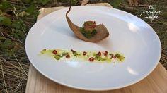 """Kräuterseitling """"Muschel"""" auf Brotchip und Kräuterbett. Mit Chili - Kräuter - Sauce."""
