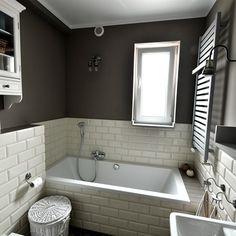 Znalezione obrazy dla zapytania wanna wolnostojąca w małej łazience