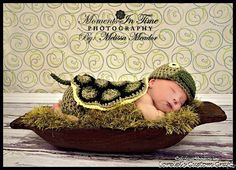 I like the diaper cover in this photo. Crochet For Kids, Diy Crochet, Crochet Baby, Crochet Ideas, Baby Turtles, Turtle Baby, Kids Photo Props, Photo Ideas, Crochet Pillow Patterns Free