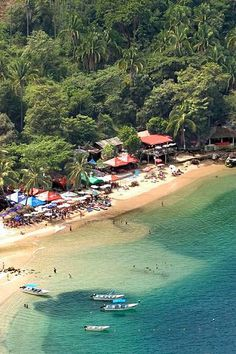#Mismaloya es una de las #playas más paradisíacas que puedes conocer en tu paso por #PuertoVallarta, #Mexico.