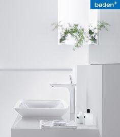 De oppervlakken wit en chroom smelten naadloos in elkaar over. De PuraVida van Hansgrohe past in elke moderne badkamer.