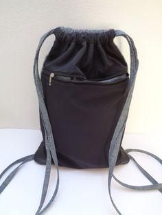 Batůžek+černý+s+šedou+Do+města+i+pro+volný+čas+je+prostorný+batůžek,+lehce+vyztužený,+je+pevný+a+zároveň+měkký,+rohy+zpevněné+koženkou,+materiál+je+černý+softshel+a+šedá+bavlna+,která+je+požita+i+na+vnitřní+část+batohu.Na+zadní+straně+kapsa+na+zip.+Popruhy+šité.+Rozměr+:+výška+44+cm,+šířka+30+cm+Ve+švu+všité+logo+výrobce.+Pouze+tento+jeden+originál.