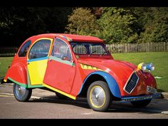 "Citroën 2CV ""Picasso"".  44-year-old mechanic Andy Saunders spent six months turning an aged Citroën 2CV into a cubist work of art inspired by Picasso's Portrait of Dora Maar."