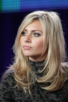 Alyson Michalka Photos Photos: 2011 Winter TCA Tour – Day 10 Alyson Michalka Photos – Actress Aly Michalka speaks during the 'Kick-Ass Women Of The CW' panel during the CW portion of the 2011 Winter TCA press tour held at The Langham Huntington Hotel on J Hair Styles 2016, Medium Hair Styles, Short Hair Styles, Medium Curly, Short Thin Hair, Long Layered Hair, Short Blonde, Great Hair, Pretty Hairstyles