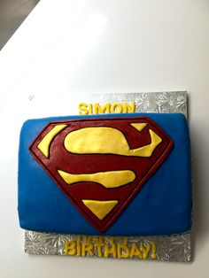 Superman Cake Design Goldilocks : 1000+ ideas about Superman Cakes on Pinterest Batman ...