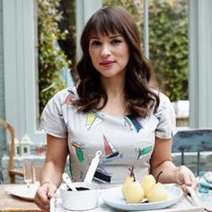 Rachel Khoo is best known for BBC's The Little Paris Kitchen. She is the author of the book of the same name, as well as several other French inspired titles. Chef Rachel Khoo, Zumbo's Just Desserts, Paris Kitchen, Hair Health, Organic Recipes, My Hair, Beautiful People, Hollywood, Celebrities