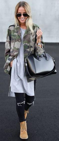 Outfits con ropa de camuflaje chaqueta militar de camuflaje bolso negro gafas de aviador blusa oversize skinny jeans