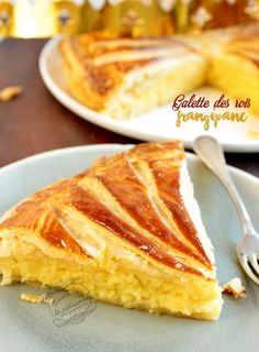 Galette des rois frangipane - Expolore the best and the special ideas about French recipes Tart Recipes, Cheesecake Recipes, Sweet Recipes, Dessert Recipes, Frangipane Creme Patissiere, Frangipane Tart, Sweet Pastries, Weird Food, Sweet Tarts
