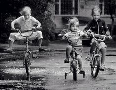 best memories riding my bike w a banana seat! Old Pictures, Old Photos, Foto Picture, Photo Vintage, The Good Old Days, Back In The Day, Black And White Photography, Cute Kids, Childhood Memories