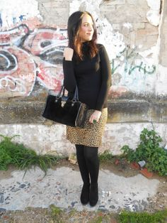 http://unachicasual.blogspot.com.es/2014/01/leopard-skirt.html  jersey, falda lápiz, medias, bolso, anillo, botines, pencil skirt, tights, ring, boots, negro, leopardo, verde esmeralda, black, leopard, green, moda, fashionblog, fashionblogger, look, ootd, outfit