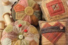 Pin cushions by Sakae Yoshihara plus links to other quilts & fiber arts