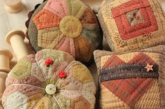 Pin cushions by Sakae Yoshihara plus links to other quilts & fiber arts