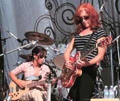 Bonnie Raitt Bonnie Raitt, Her Music, Punk, Singer, Concert, Style, Fashion, Swag, Moda
