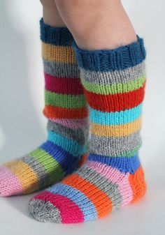 Bambula: Jämälankasukat::sorry, no patt. inspiration only Crochet Socks, Knitting Socks, Baby Knitting, Socks And Heels, My Socks, Laine Rowan, Knitting Projects, Knitting Patterns, Woolen Socks