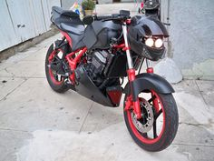 Is this cool or what!? It's a Ninja 250.. Not usually into the streetfighter look, but love this!