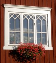 Fönstermodeller | www.allmoge.se This Old House, Swedish Cottage, Sweden House, Soothing Colors, Rustic Farmhouse Decor, Window Design, Picture Design, Windows And Doors, Old Houses