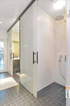 Moderni kylpyhuone, Etuovi.com Asunnot, 56669197e4b09002ed151243 - Etuovi.com Sisustus House, House Bathroom, New Homes, Home Decor, Home Deco, Bathroom, Bathrooms Remodel, Bathroom Decor, Bathroom Inspiration