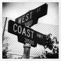History West Coast hip hop emerged in Los Angeles and San Francisco Bay Area in shortly after hip hop was born in 1973 on the east coast in New York. Up until the mid to late West… West Coast Swing, West Coast Road Trip, Snoop Dogg, West Coast Tattoo, Arte Do Hip Hop, Style Hip Hop, Left Coast, Chicano Art, Chicano Drawings