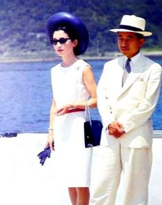 Young Michiko 美智子 Princess of Japan born Shouda Michiko 正田 美智子 with her husband Akihito 明仁 actual Emperor of Japan - Imperial Fashion, Royal Fashion, Royal Princess, Princess Style, Japan Fashion, Fashion Days, Adele, Ariana Grande Outfits, Handsome Prince