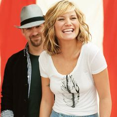 Jennifer Nettles. So adorable. I want her hair (the style not the color)