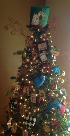 Alice in Wonderland inspired Christmas tree///  Craft Room Secrets