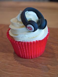 beats by dre headphones cupcake MY LIFE IS NOW COMPLETE -MICHELLE