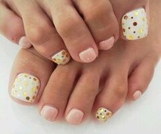 Esmalte normal con discos dorados y brillo permanente 10€