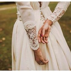 Wonderful Perfect Wedding Dress For The Bride Ideas. Ineffable Perfect Wedding Dress For The Bride Ideas. Dream Wedding Dresses, Wedding Gowns, Bella Swan Wedding Dress, Boho Wedding, Lesbian Wedding, Decor Wedding, Fall Wedding, Rustic Wedding, Wedding Decorations