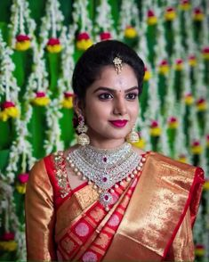 How To Be Effortlessly Beautiful With A Single Piece of Heavy Jewellery! Bridal Silk Saree, Saree Wedding, Indian Wedding Jewelry, Indian Bridal, Saree Jewellery, Bridal Jewelry Sets, Bridal Jewellery, Bridal Sets, Bridal Blouse Designs