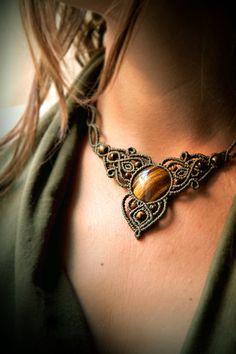 Collar de macrame con Ojo de tigre / necklace por DelVientoMacrame