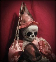 Creepy Halloween horror prop Skull Head Doll Weird Clown in Pink Circus scary ebay id: bastet2329