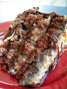 Best Ever German Chocolate Cake – Rich, moist chocolate cake with smooth and creamy caramel like pecan and coconut frosting. Best Ever German Chocolate Cake – Rich, moist chocolate cake with smooth and creamy caramel like pecan and coconut frosting. Just Desserts, Delicious Desserts, Dessert Recipes, Yummy Food, Moist Cake Recipes, Desserts Diy, Recipes Dinner, Food Cakes, How Sweet Eats