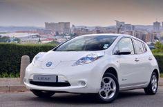 Nissan Leaf is 'n elektriese kar waarmee jy 200km kan ry voor jy weer die battery moet herlaai.