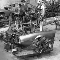 Alfa Romeo Montreal Assembly line- Complicato Alfa Romeo Logo, Alfa Romeo Cars, Automobile, Car Silhouette, Alfa Romeo Spider, Assembly Line, Automotive Design, Automotive Industry, Car In The World