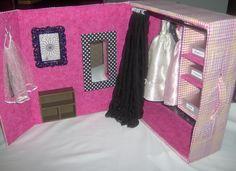 barbie dream closet diy from a boot box Kids Bedroom Furniture Design, Barbie House Furniture, Doll Furniture, Dollhouse Furniture, Furniture Vintage, Barbie Doll House, Barbie Dream House, Barbie Dolls, Barbie Wardrobe