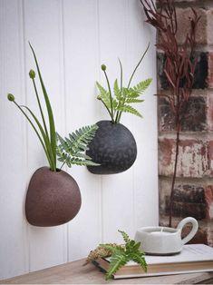 Hanging Wall Vase, Hanging Pots, Wall Vases, Zinc Planters, Planter Pots, New Nordic, Live Picture, Hand Built Pottery, Sculpture Clay
