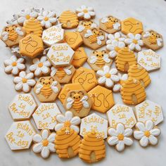 First Birthday Cookies, 1st Birthday Party For Girls, Baby Birthday, Geek Birthday, Bee Birthday Cake, Birthday Ideas, Baby Shower Biscuits, Baby Shower Cookies, Cupcakes