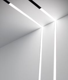 The Running Magnet & mobilier design Linear Lighting, Deck Lighting, Interior Lighting, Home Lighting, Lighting System, Lighting Design, Ceiling Light Design, Ceiling Lights, Blitz Design