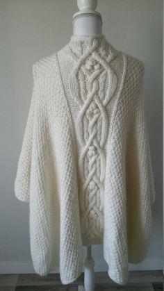 Cape, poncho femme fait à la main au tricot et au crochet, vêtement d d38c8bdd7e0