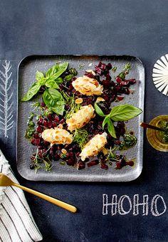 Toll, diese vegetarische Vorspeise aus zarten Ziegenkäsenocken, Rote Bete und selbst gemachtem Pesto.