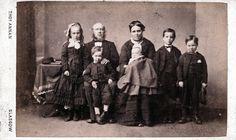 Thomas Annan - Scottish Family, 1859 History Of Photography, Fashion Plates, Glasgow, Vintage Photos, War, Paintings, Crafts, Fashion Illustrations, Manualidades