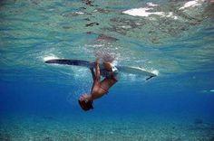 surfs down