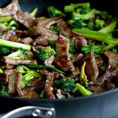 Chinese Beef & Broccoli Stir-Fry Recipe {Skinnytaste Giveaway}